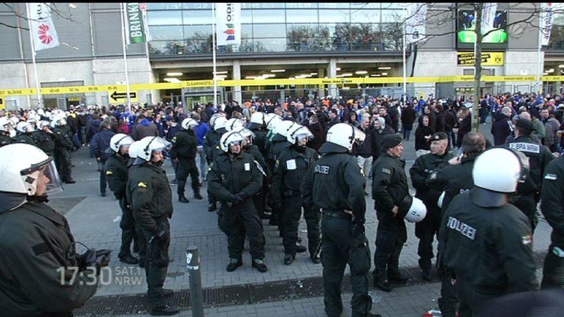 Schlechte Polizei-Helme (Foto: SAT.1 NRW)