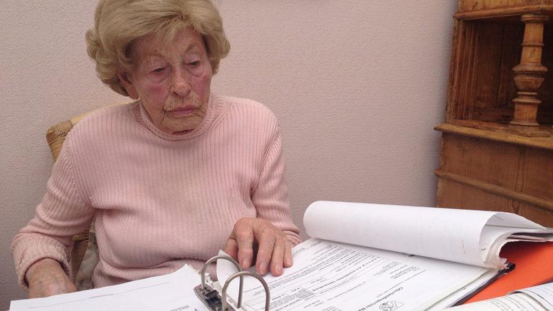 Muss Oma Agnes raus aus ihrem Haus? (Foto: SAT.1 NRW)