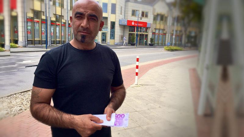 Flüchtling bringt Geldfund zur Polizei (Foto: SAT.1 NRW)