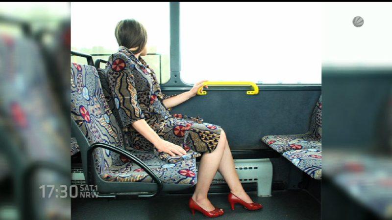 Mode aus Bus-Sitzpolstern (Foto: SAT.1 NRW)