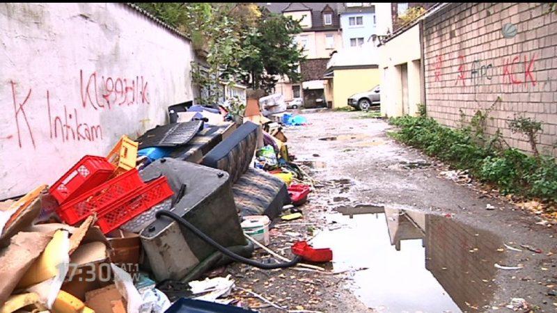 Ganzes Stadtviertel in Duisburg versinkt im Müll (Foto: SAT.1 NRW)