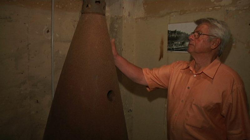 Opa findet Raketenteil auf Dachboden (Foto: SAT.1 NRW)