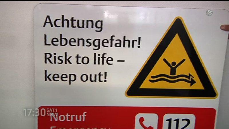 Warnschilder am Rhein (Foto: SAT.1 NRW)