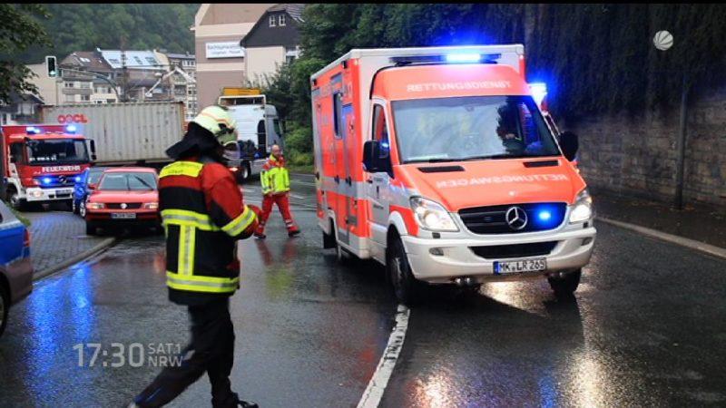 Auto rast in Schülergruppe (Foto: SAT.1 NRW)