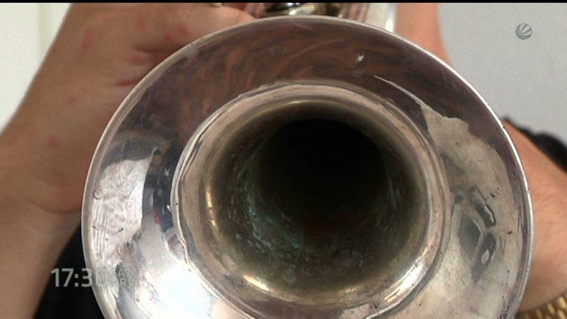 """Er spielt die Trompete bei """"Cheerleader"""" (Foto: SAT.1 NRW)"""