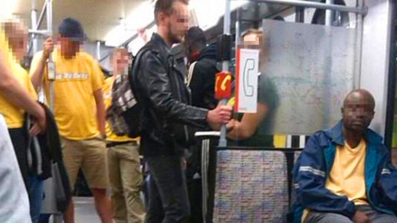 Nazis auf Patrouille in Bus und Bahn (Foto: Twitter)
