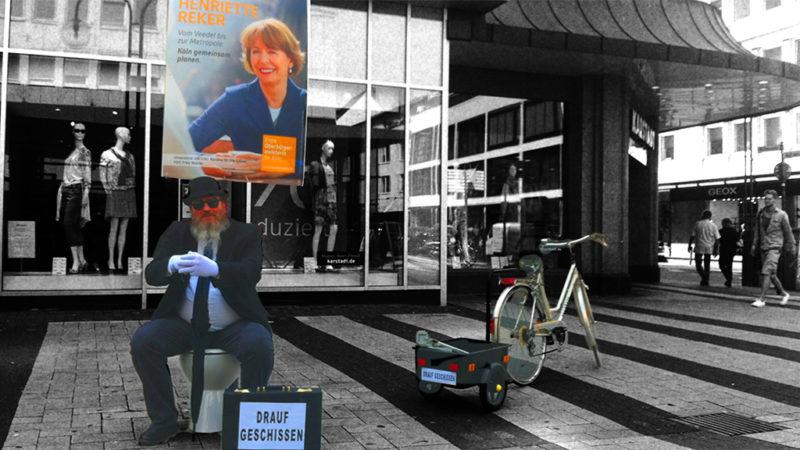Er sch.... unter Wahlplakate (Foto: SAT.1 NRW)