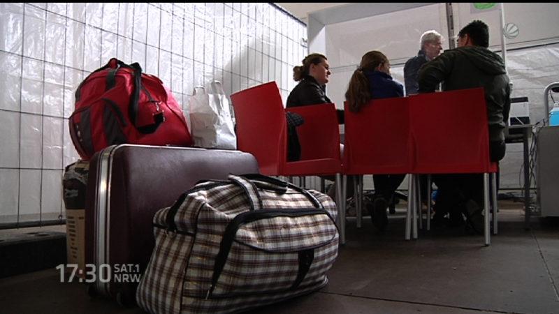 Flüchtlinge kommen in Köln an (Foto: SAT.1 NRW)