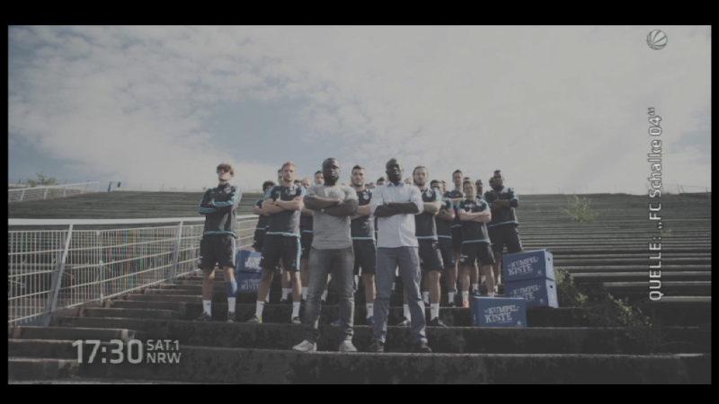 Schalke setzt sich für Flüchtlinge ein (Foto: SAT.1 NRW)