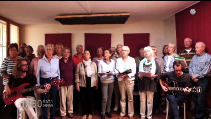 """Seniorenchor singt """"Schrei nach Liebe"""" (Foto: SAT.1 NRW)"""