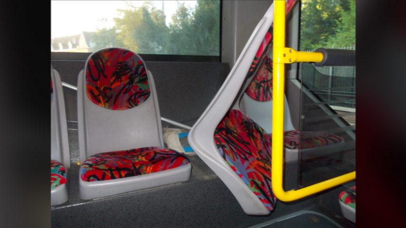 Polizei zieht Schrott-Schulbus aus dem Verkehr! (Foto: SAT.1 NRW)