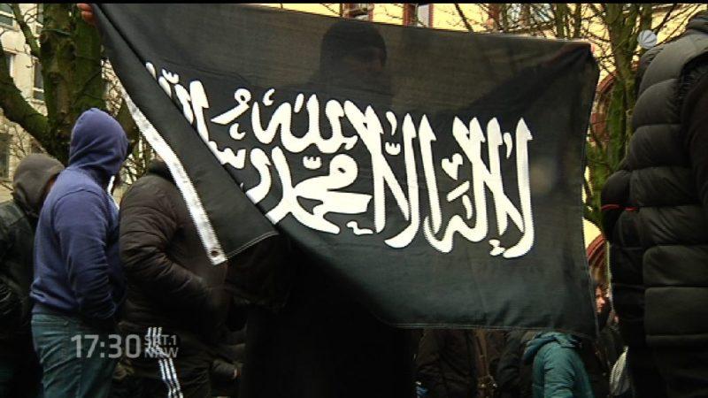 Salafisten suchen Kontakt zu Flüchtlingen (Foto: SAT.1 NRW)