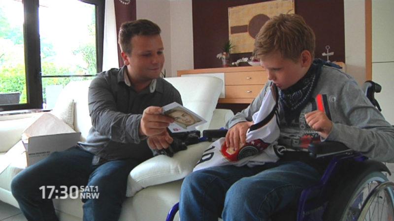Spende für Autistenjungen aus Wesel (Foto: SAT.1 NRW)