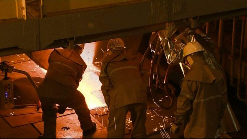 Stahlarbeiter streiken (Foto: SAT.1 NRW)