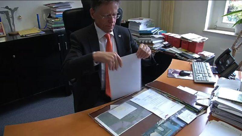 Landrat schreibt Brandbrief wegen Flüchtlingsstrom (Foto: SAT.1 NRW)
