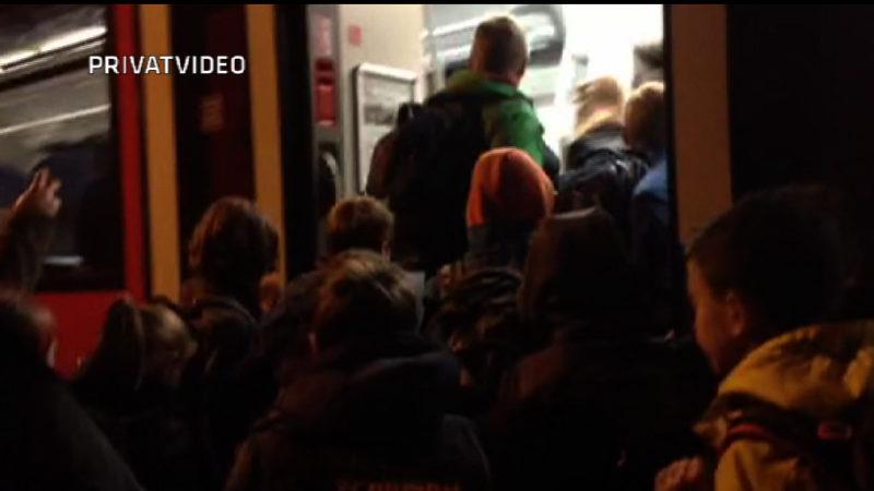 Zug lässt 20 Kinder am Gleis stehen (Foto: SAT.1 NRW)