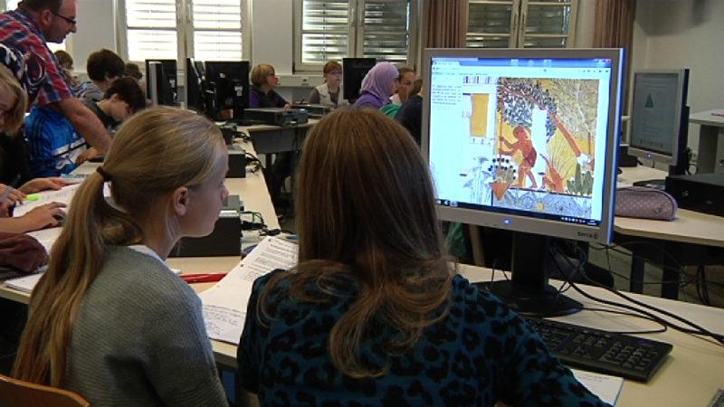 """Lernen mit dem """"mBook"""" (Foto: SAT.1 NRW)"""