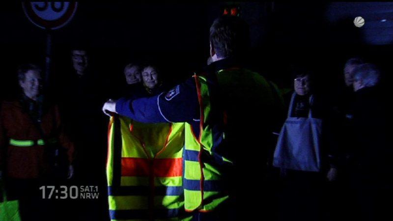 Senioren sollen Leuchtwesten tragen (Foto: SAT.1 NRW)