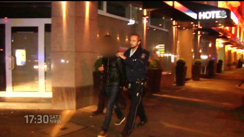 Düsseldorfer Polizei erwischt 2 Einbrecher (Foto: SAT.1 NRW)