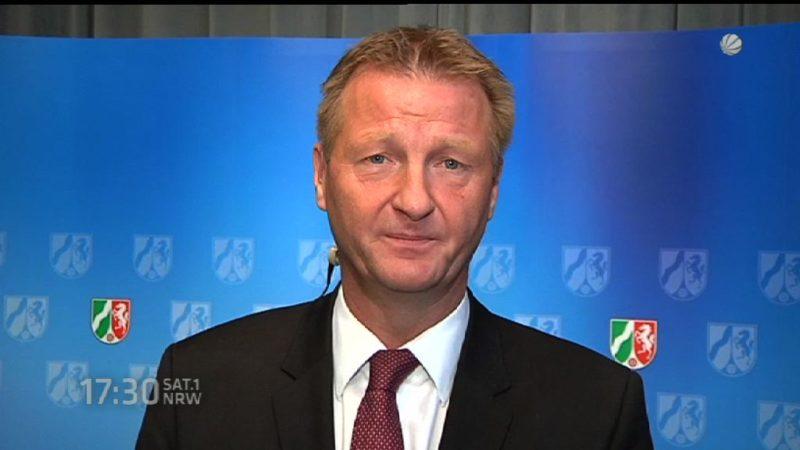 Interview mit NRW-Innenminister Ralf Jäger zur Terrorgefahr (Foto: SAT.1 NRW)