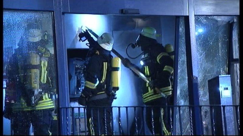 Diebe verbrennen Geldautomaten (Foto: SAT.1 NRW)