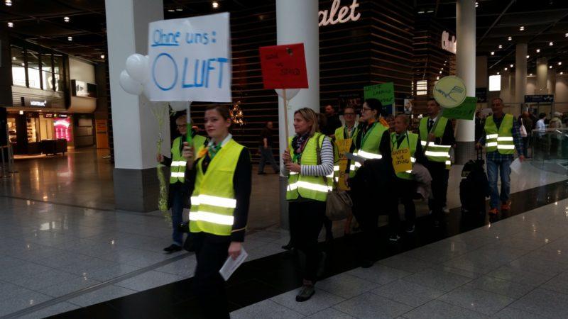 Streik der Lufthansa-Flugbegleiter (Foto: SAT.1 NRW)