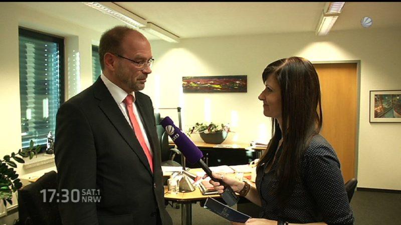 Interview mit dem NRW-Integrationsminister (Foto: SAT.1 NRW)