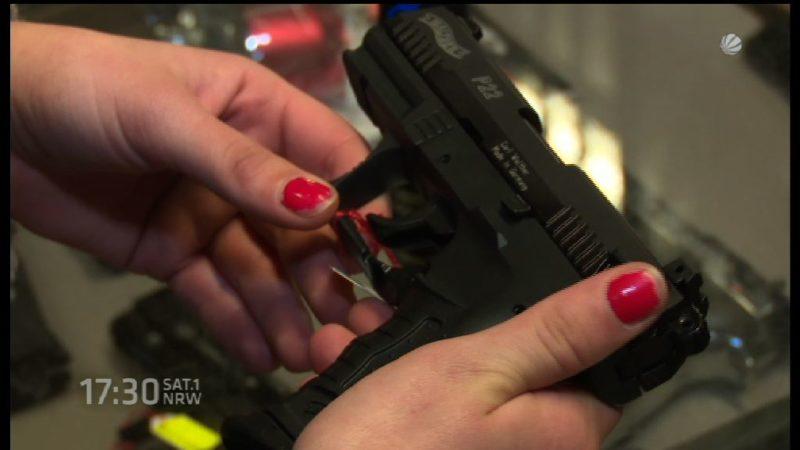 Bürger bewaffnen sich (Foto: SAT.1 NRW)