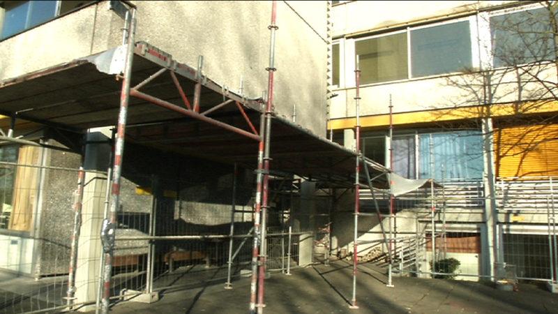 Schüler von Fassadenteil getroffen (Foto: SAT.1 NRW)
