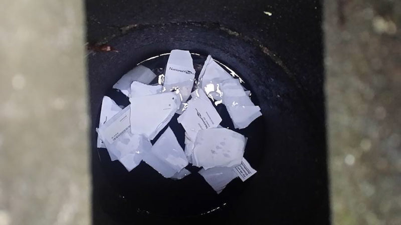 Briefe in Gulli entsorgt (Foto: SAT.1 NRW)