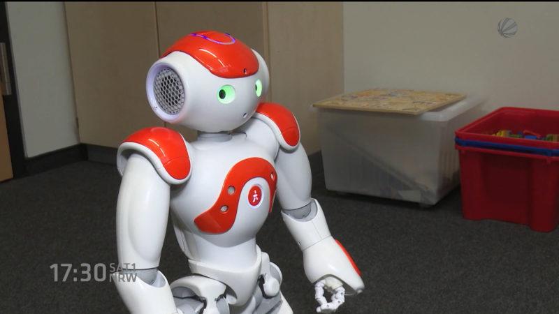 Roboter soll Migrantenkindern Deutsch lehren (Foto: SAT.1 NRW)