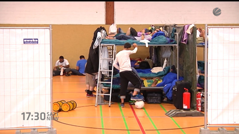 Klagewellen von Flüchtlingen (Foto: SAT.1 NRW)
