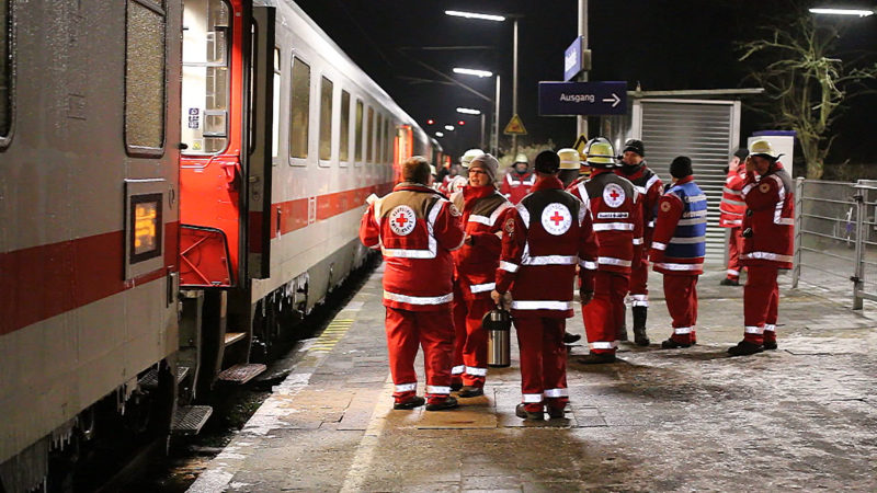 Zug nach NRW bleibt im Winter stecken (Foto: NonStopNews)