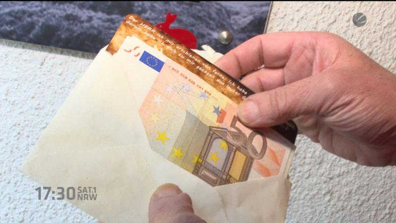 Unbekannter Spender verschenkt 50 Euro-Scheine (Foto: SAT.1 NRW)