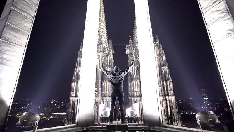 Gefährlicher Aufstieg auf Kölner Dom (Foto: YouTube / Visual Enemies)