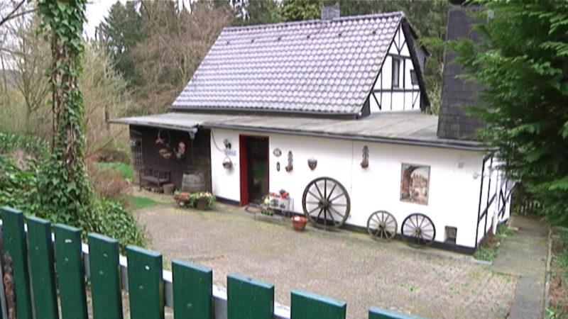 Illegales Haus darf bleiben (Foto: SAT.1 NRW)