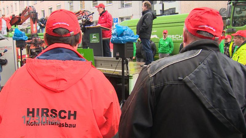 Hirsch-Mitarbeiter kämpfen um ihre Jobs (Foto: SAT.1 NRW)