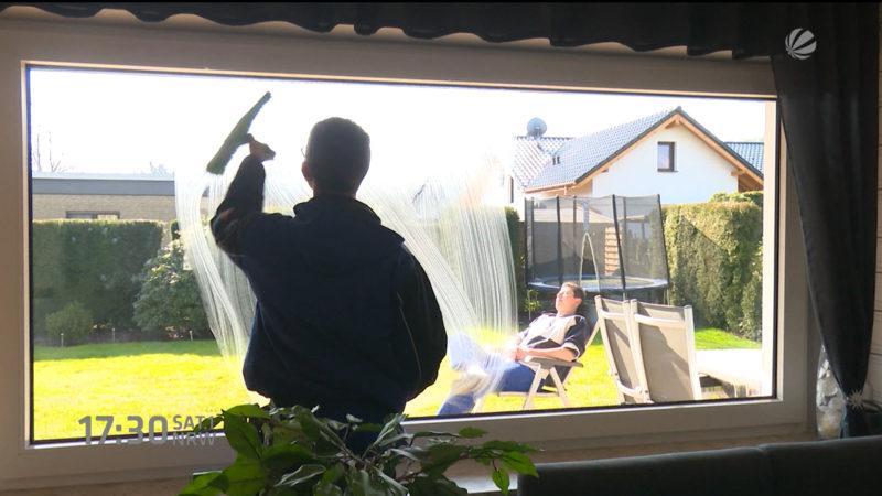 Frühjahrs-Fensterputz (Foto: SAT.1 NRW)