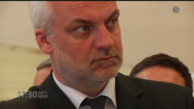 Wirtschaftsminister angepiekst (Foto: SAT.1 NRW)