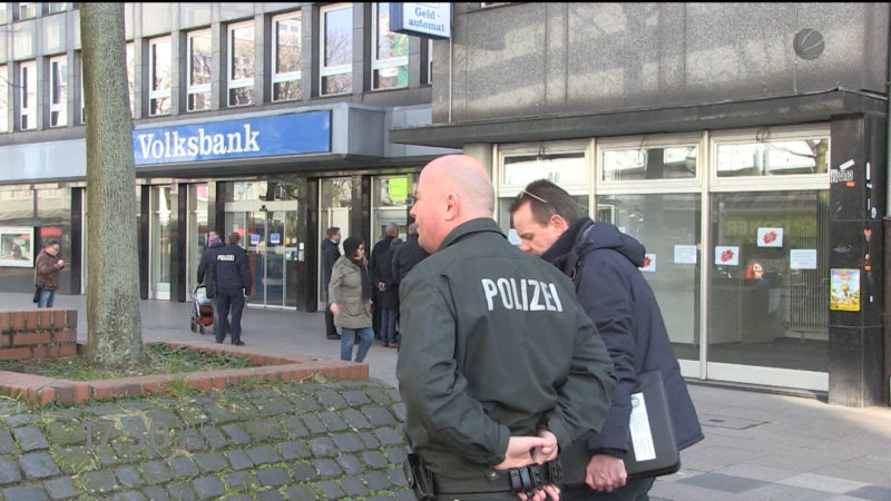 Bombendrohung in Duisburger Volksbank (Foto: SAT.1 NRW)