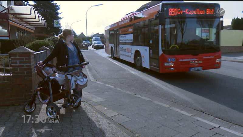 Mutter aus Bus geworfen (Foto: SAT.1 NRW)