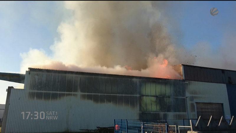 Altpapier in Flammen (Foto: SAT.1 NRW)