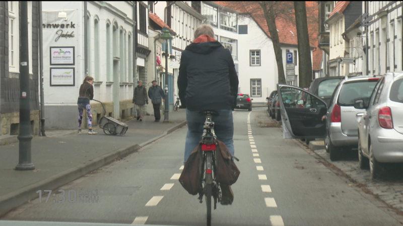 Radweg mitten in der Straße (Foto: SAT.1 NRW)
