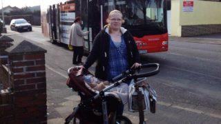 Mutter mit Baby aus Bus geworfen (Foto: SAT.1 NRW)