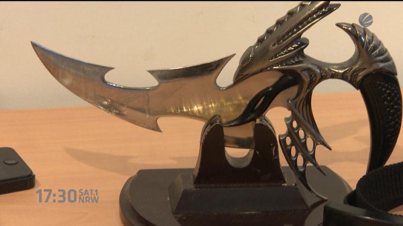 Waffen als Souvenir (Foto: SAT.1 NRW)
