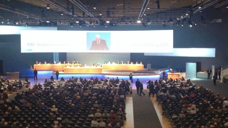 Tumulte bei RWE-Hauptversammlung (Foto: SAT.1 NRW)