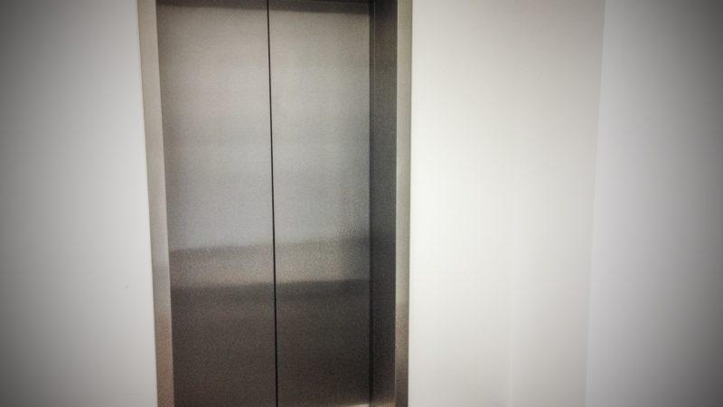 Jeder zweite Aufzug hat Mängel (Foto: SAT.1 NRW)