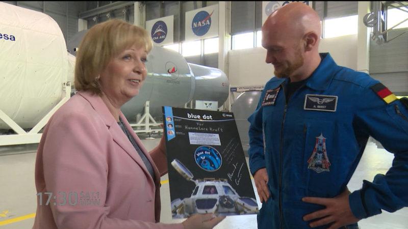 Ministerpräsidentin besucht Astronaut (Foto: SAT.1 NRW)