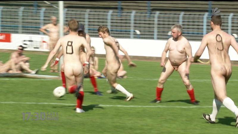 Fußball nackt (Foto: SAT.1 NRW)
