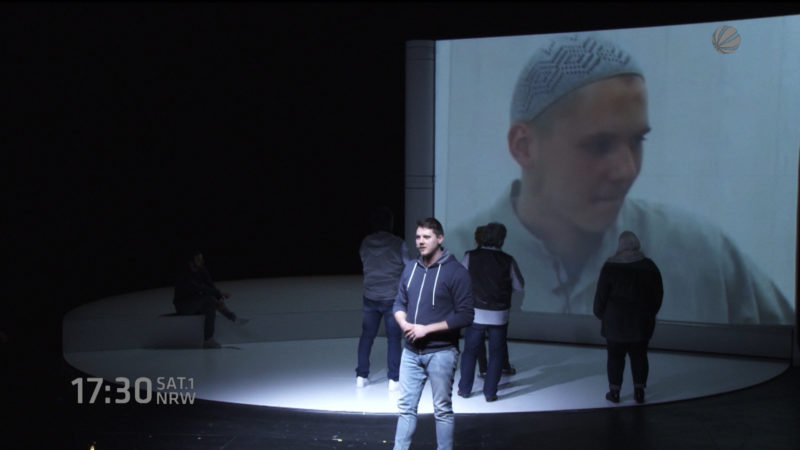 Ex-Salafist auf Theaterbühne (Foto: SAT.1 NRW)